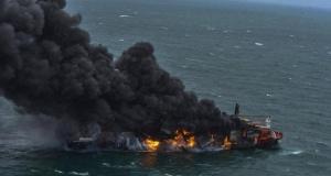 Kargo gemisi yangını sonrası çevre felaketi: Tonlarca kimyasal kıyıya vurdu