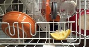 Bulaşık Makinenize Limon Dilimi Koyduğunuzda Bakın Neler Oluyor