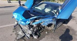 Turist Lüks araçla kaza yaptı - Otomobil hurdaya döndü