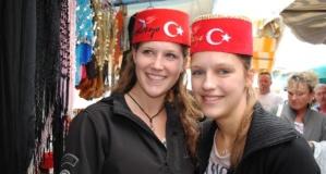 Hükümetin 'gitmeyin' uyarısına rağmen Türkiye tatilinden vazgeçmiyorlar
