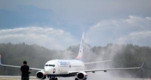 Sunexpress'in Antalya'ya inen ilk uçağı böyle karşılandı