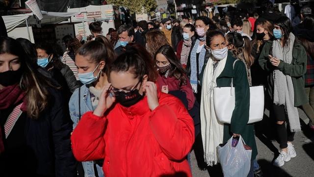 Dünya genelinde Covid-19 vaka sayısı 103 milyonu aşarken, virüs nedeniyle hayatını kaybedenlerin sayısı 2 milyon 229 bin 505'e ulaştı.