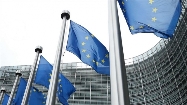 Yeni tip koronavirüs (Kovid-19) nedeniyle mart ayında sınırlarını kapatan Avrupa Birliği (AB) ülkeleri, seyahat kısıtlamalarının kaldırıldığı ülkeler listesini daralttı.