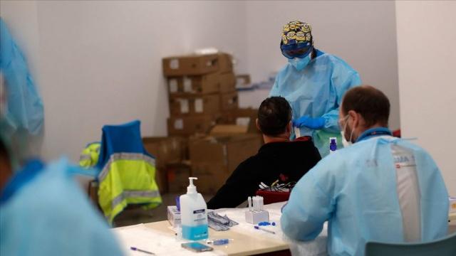 Covid-19 salgınıyla ilgili dünyada son 24 saatte yaşanan gelişmeleri derledik.  Dünya genelinde yeni tip koronavirüs (Covid-19) vaka sayısı 45 milyon 65 bine, virüs nedeniyle hayatını kaybedenlerin sayısı 1 milyon 183 bine ulaştı, iyileşenlerin sayısı 32 milyon 856 bini geçti.