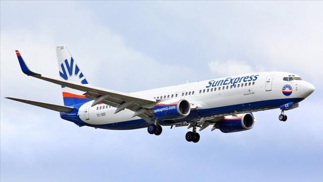 SunExpress, 8 Aralık itibarıyla tüm Düsseldorf-Antalya uçuşlarında yolcularına isteğe bağlı olarak uçuş öncesi ücretsiz hızlı antijen testi denemelerine başlandığını duyurdu.  Lufthansa ve Türk Hava Yolları'nın ortak kuruluşu SunExpress, Düsseldorf Havalimanı ve Malteser iş birliği ile 8 Aralık itibarıyla tüm Düsseldorf-Antalya uçuşlarında yolcularına isteğe bağlı olarak uçuş öncesi ücretsiz hızlı antijen testi denemelerine başladı. Havayolu şirketi, deneme sürecinin 31 Aralık'a kadar Düsseldorf - Antalya uçuşlarında devam edeceğini açıkladı.