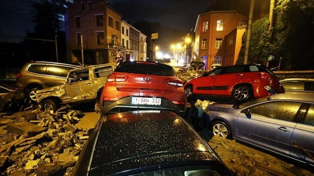 Belçika'da 10 gün önce meydana gelen sel felaketinin ardından ülkenin güneydoğusundaki Namur ve Dinant gibi şehirler bir kez daha sele teslim oldu.  Gün içindeki aşırı yağış nedeniyle akşam saatlerinde Namur kentinde bazı sokaklarda su baskınları meydana geldi. Birçok evin giriş ve bodrum katlarını su bastı.