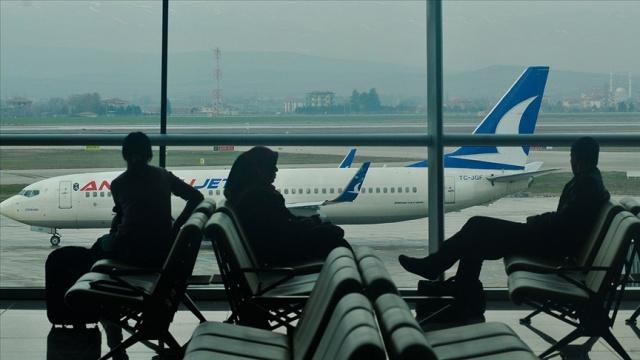 Arlanda - Ankara direk uçuşlarında da sefer yapan Türk Hava Yolları iştiraki Anadolujet bilet alımlarında indirim kampanyası başlattı. 9 ila 11 Mart tarihlerinde, 19 Mart ve 6 Mayıs tarihleri arasında alınacak biletlerde yüzde 30 indirim uygulanacak.  Anadolujet'ten konuyla ilgili yapılan açıklama  İlkbahar aylarında seyahatin keyfini yaşamak için %30 indirimle AnadoluJet'ten biletinizi alın, tüm yurt içi ve Kuzey Kıbrıs uçuşlarında en uygun fiyatlarla uçma fırsatını yakalayın. İlkbaharın sunduğu güzellikler eşliğinde birbirinden güzel şehirleri AnadoluJet ile keşfedin!  Biletinizi 09 - 11 Mart tarihleri arasında alın, %30 indirimli seyahat etme ayrıcalığını kaçırmayın.  Üstelik kampanya dahilinde satın alınan biletlerde esnek seyahat avantajları kapsamında cezasız değişiklik hakkından yararlanabilirsiniz.
