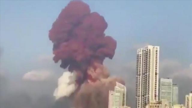 Lübnan'ın başkenti Beyrut'ta eski Başbakan Saad el-Hariri'nin evi yakınlarında büyük bir patlama meydana geldi.  Lübnan resmi ajansı NNA'nın haberine göre, Beyrut Limanı'nda patlayıcı maddelerin bulunduğu 12 numaralı depoda yangın çıktı.