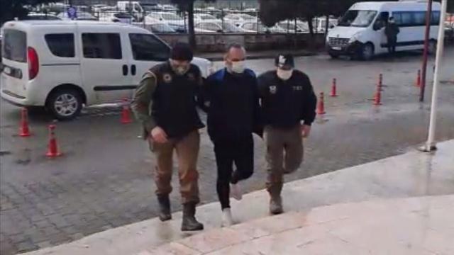 """İçişleri Bakanı Soylu, terör örgütü DEAŞ'ın Türkiye suikastçısının Yalova'da düzenlenen operasyonla yakalandığını duyurdu.  Bakan Soylu, Twitter hesabından yaptığı paylaşımda, """"DEAŞ'a, Yalova'da önemli bir operasyon yapıldı. DEAŞ'ın Türkiye suikastçısı yakalandı ve tutuklandı. Operasyon sona erdi. Emniyet terör, istihbarat birimlerimizi, Yalova Emniyet Teşkilatımızı ve Yalova Cumhuriyet Başsavcılığımızı tebrik ediyoruz"""" ifadelerine yer verdi.  Yalova merkezli 6 ilde terör örgütü DEAŞ'a yönelik operasyonda gözaltına alınan 14 kişiden, aralarında örgütün Türkiye suikastçısının da bulunduğu 8'i tutuklandı."""