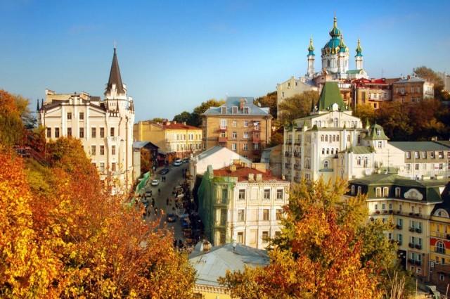 Ukrayna  180 günde 90 günü aşmayacak şekilde vizesiz.  Pasaporta ihtiyaç duymadan yeni tip kimlikle de giriş yapabiliyorsunuz.