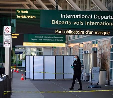 Kanada Kraliyet Atlı Polisi RCMP ve havalimanı yönetiminin açıklamalarına göre, yerel saatle 15.00 sularında, Vancouver Uluslararası Havaalanı'nın kalkış terminalinin yakınında bir kişi vurularak öldürüldü.