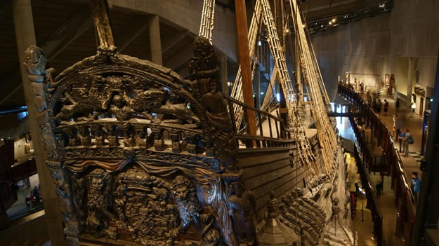 10 Ağustos 1628 tarihinde düzenlenen büyük bir törenle gemi limanda 3 yelkenini açarak yola çıkmış. Ancak esen rüzgarla birlikte hafif yan yatmış ve su almaya başlamış. Çok geçmeden 120 metre açıkta, 32 metre derinlikte batmış. Kıyıya yakın olduğu için mürettebatın çoğu kurtarılmış, 50 kişi ise kurtarılamayarak orada bırakılmış. Birkaç gün sonra bu konuyla ilgili ciddi bir soruşturma açılmış ancak kusuru olan asıl kişi veya kişiler belirlenememiş. Yine aynı dönemde gemi suyun altından kurtarılmaya çalışılmış ancak batık geminin daha çok yan yatarak çamura saplanmasına sebebiyet verilmiş. 1664 yılında gemide yer alan toplar ve savaş techizatının çoğu dalgıçlar aracılığıyla kurtarıldığı ve dönemin teknolojisinde gemiyi kurtarmanın bir yolu olmadığı için suyun altında öylece kalakalmış.
