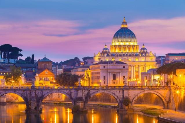 Vatikan  180 günde 90 günü aşmayacak şekilde vizesiz.  İtalya'nın Roma şehri içerisinde, dünyanın en küçük mikro devletlerinden olan Vatikan, Türk vatandaşlarına vizesiz. Ancak İtalya içerisinde kaldığı ve öncelikle Roma'ya gitmeniz gerektiği için Schengen vizesi gerekiyor.