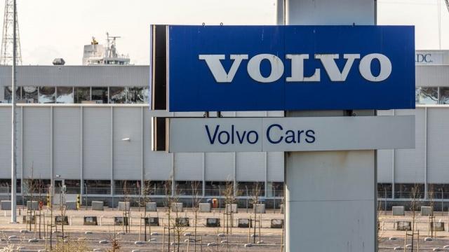 Volvo Cars, 2018'de ABD'de arızalı bir hava yastığının ölümcül bir kazaya neden olmasından bu yana çeşitli ülkelerde 120.000 aracı geri çağırıyor.   Volvo neredeyse bir yıldır kazayı araştırıyor ve şimdi S80 ve S60 model araçlarını, hem sıcaklığın hem de nemin olduğu yerlerde geri çağırma sonucuna vardığını açıkladı.