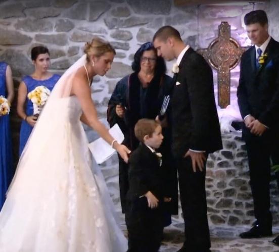 Jeremy'ye evlilik yeminini ettikten sonra Katie, Casey ve Tyler'a döndü. Onlar için de hayatları boyunca unutamayacakları şeyler söyledi.  Katie'nin yaptığını yapabilmek cesaret istiyor. Bunu içinden gelerek ve hiç tereddüt etmeden yaptı.  Casey ve Tyler için de o günün önemli olduğunu biliyordu.  Son olarak Landon'a döndü.
