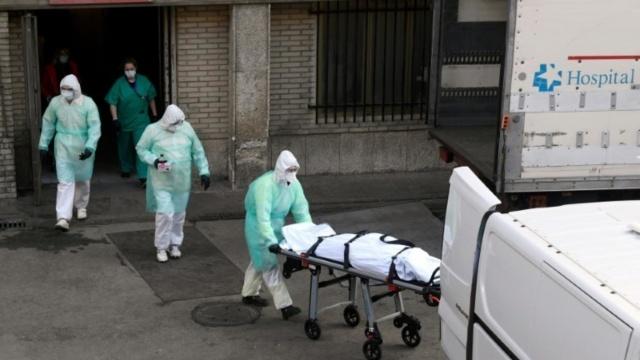 İspanya'da son 24 saatte yeni tip koronavirüs (Kovid-19) nedeniyle hayatını kaybedenlerin sayısı 838 artışla 6 bin 528'e yükseldi.