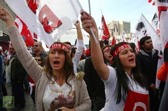Birleşmiş Milletler Göçmen Stoku  raporuna göre, dünyada 185 ülkede 2 milyon 851 bin 889 Türk göçmen statüsüne sahip. En fazla Türk göçmen barındıran ülke ise Almanya.