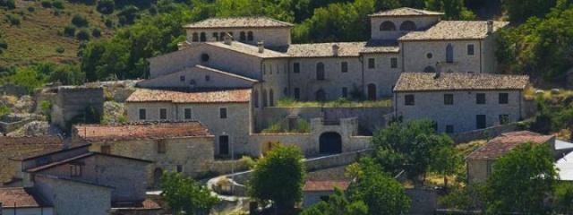 Mussomeli şehrinin ekonomisini ve turizmini güçlendirmek adına eski evleri case1euro.it sitesinde 1 euroya satılığa çıkaran Giuseppe Catania'nın hedefi, yazlıkçı sayısını çoğaltarak kentin ekonomisine can vermek.