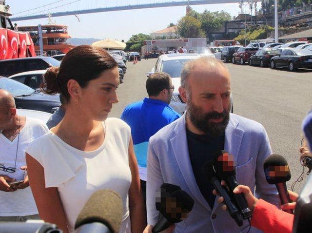 """""""Demokrasi ve Şehitler"""" mitingi için  tekneyle Yenikapı'ya gelen ünlü isimler arasında Halit Ergenç ve eşi Bergüzar Korel de vardı."""