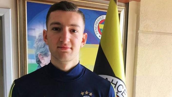Fenerbahçe'nin İsveç'ten transferi futbolu bıraktı!