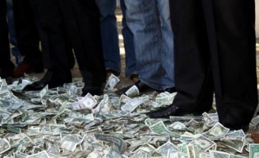 220 milyon kron yola saçıldı ve sonra bakın ne oldu...VİDEO
