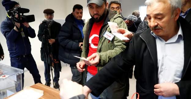 Almanya'da yaşayan Türkler sandık başında