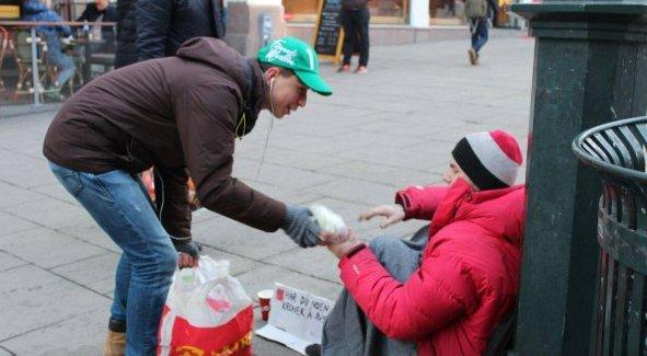 Avrupa Türk Demokratlar Birliğinden Norveç'teki evsizlere yardım
