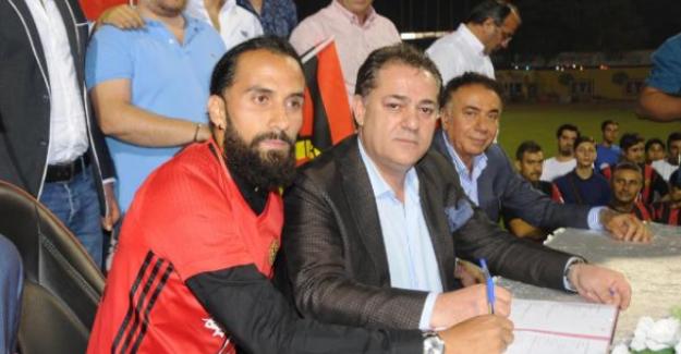 Erkan Zengin, Eskişehirspor ile 3 Yıllık Sözleşme İmzaladı