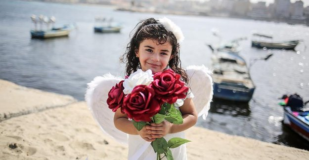 Filistinli kız İsveç'teki babasını özledi
