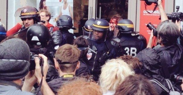 Fransa yine karıştı! Polisten çok sert müdahale!