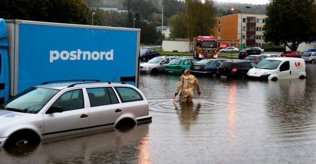 Göteborg'de bazı araçlar sular altında