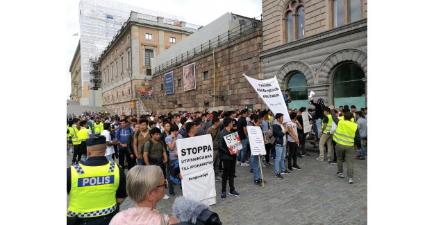 İsveç'te Afgan sığınmacı çocukların oturma eylemi
