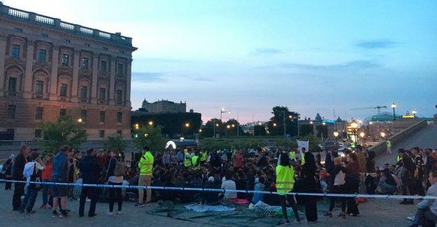 İsveç'te Gösteri Yapan Sığınmacı Çocuklara Saldırı