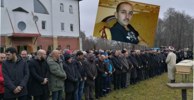 İsveç'te gurbetçi gencin cenazesi toprağa verildi