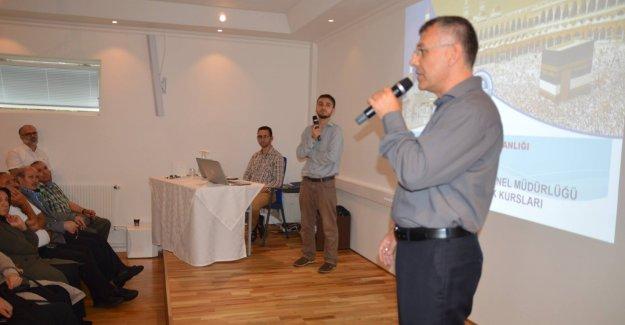 İsveç'te hacca gideceklere hac eğitim semineri