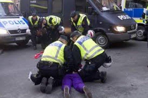 İsveç'te sığınmacı yurduna saldırı şüphesiyle üç Neo Nazi üyesi tutuklandı