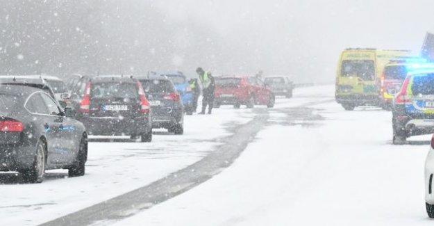 İsveç'te zincirleme trafik kazası: 27 araç birbirine girdi