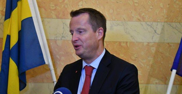"""İsveçli kadın bakanın İran'da başını örtmesi """"gayet insani"""""""