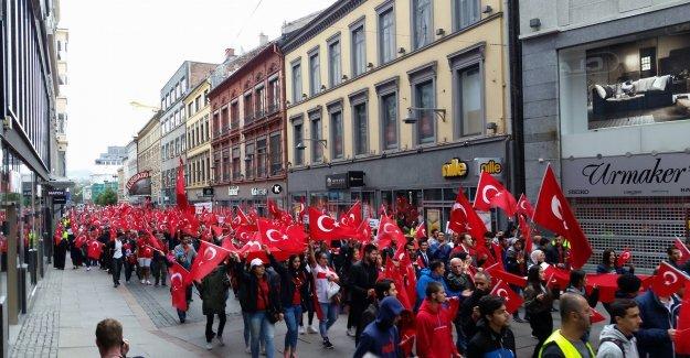 Norveç'te gurbetçiler darbe ve teröre karşı yürüdü
