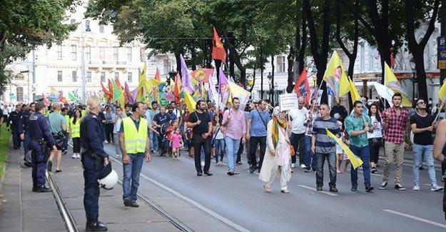 O ülkede darbe karşıtı yürüyüşler yasak ama PKK serbest