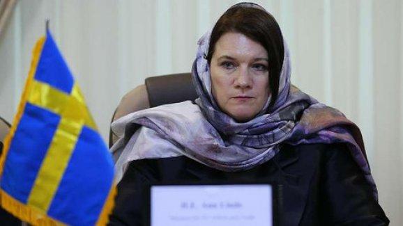 Ruhani Karşısında Başını Kapatan İsveçli Bakan'dan açıklama...