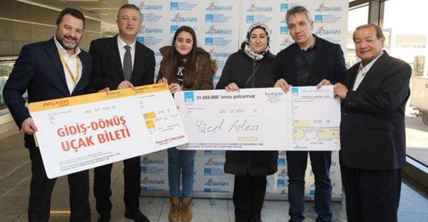 Sabiha Gökçen Havalimanına inen 31 milyonuncu yolcu ödüllendirildi