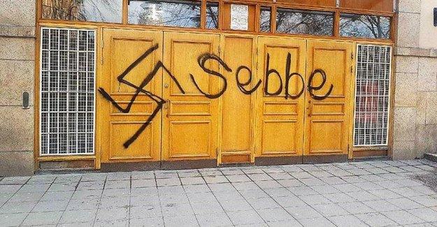 Stockholm Camisi'nin kapısına ırkçı saldırı