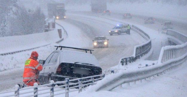 Stockholm'de kar hayatı durdurdu