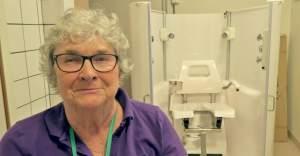 İsveç'te yaşlı insanları robotlar yıkamaya başladı