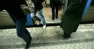 Stockholm metrosunda bıçaklı saldırı