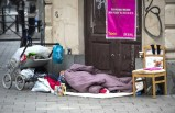 İsveç'te havalar soğudu! 25 yaş üstü evsizlere yer yok!