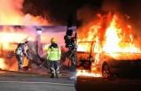 İsveç'te 20'den fazla araba ateşe verildi!