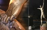 İsveç'te ırkçılar Zlatan'ın heykelini yıktı