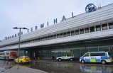 İsveç polisi, Arlanda Havalimanına silahla yaralanmış şekilde inen yolcuyu araştırıyor